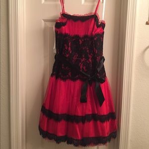 Beautiful Red and Black Lace Prom Dress NWOT